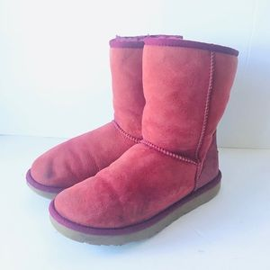 Ugg Woman's red short classic boots size 7